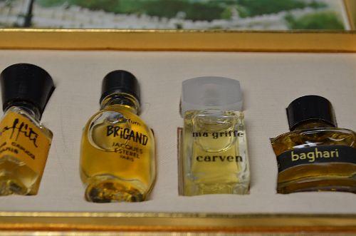 vintage les meilleurs parfums de paris box of perfumes perfect gift item ebay. Black Bedroom Furniture Sets. Home Design Ideas